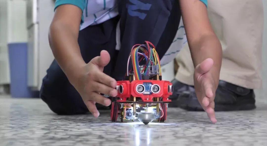 是什么在决定孩子的未来?台湾乡村小学生也在忙着学编程
