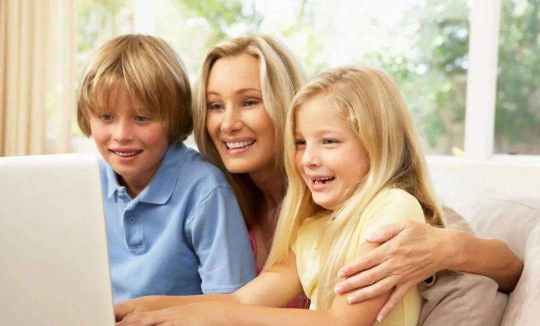 孩子的信息课还在教打字,英国的信息课已经在学这门语言了!