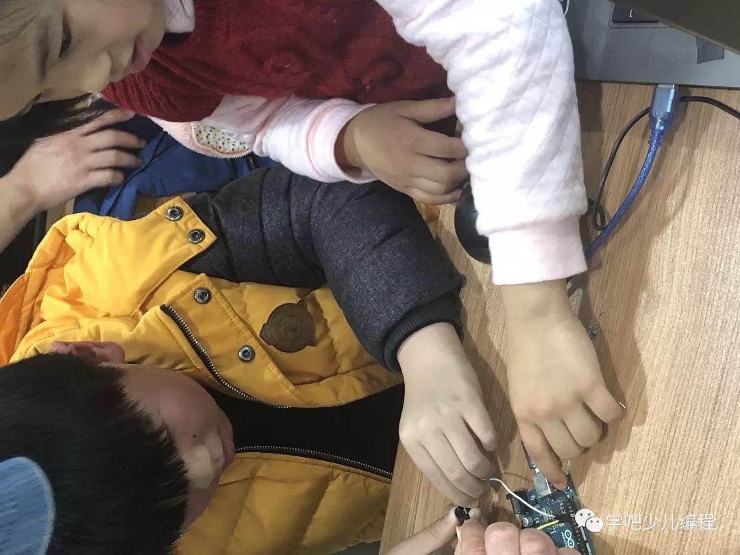 公益课圆满结束,Arduino机器人初体验