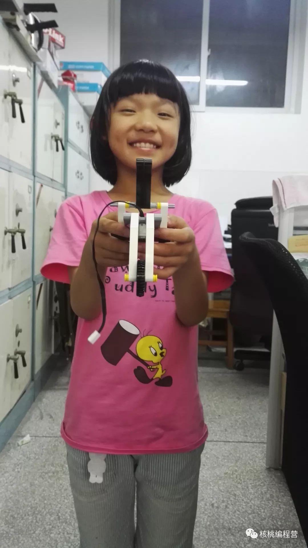 家长来稿 | 8岁小女娃被编程俘获芳心,理科思维up up up!